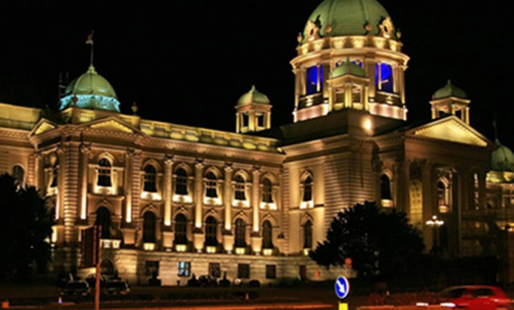Naprednjačka većina od parlamenta pravi javni toalet [VIDEO]