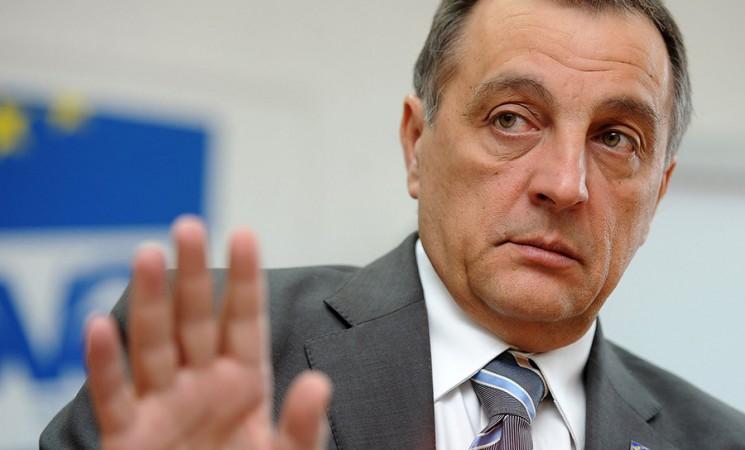 Stefanović, Martinović i Vučić odgovorni ako se nekom detetu nešto desi na protestu