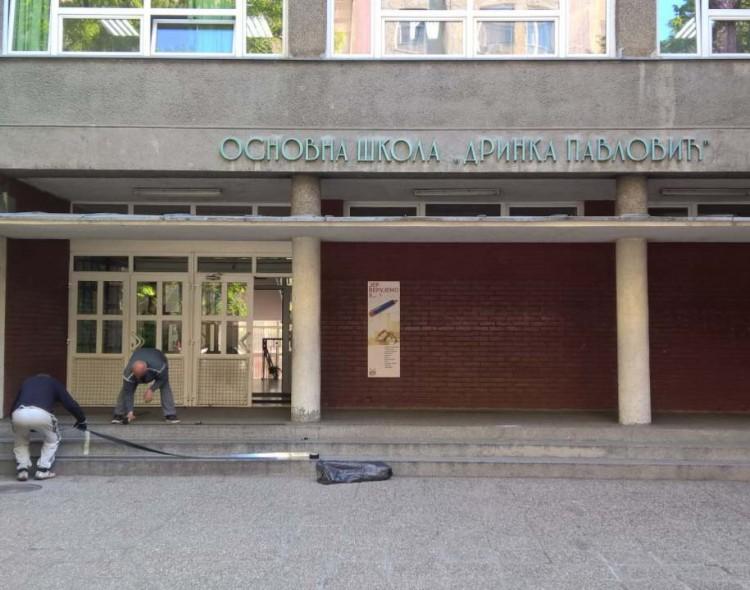 Stari grad: Otpočela akcija postavljanja kliznih traka na školske ulaze