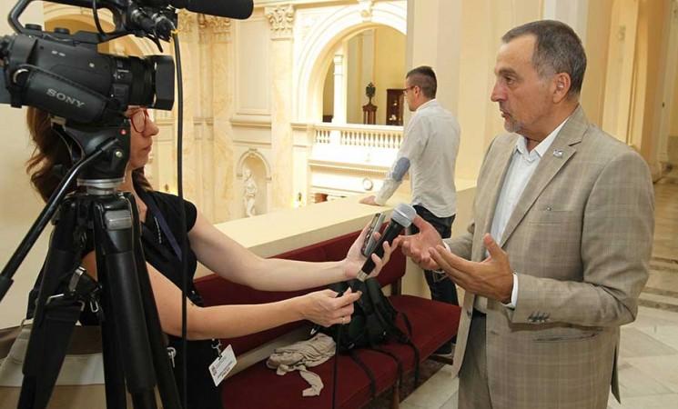 Biljana Popović Ivković se nevaspitanjem utrkuje da dostigne svog vođu